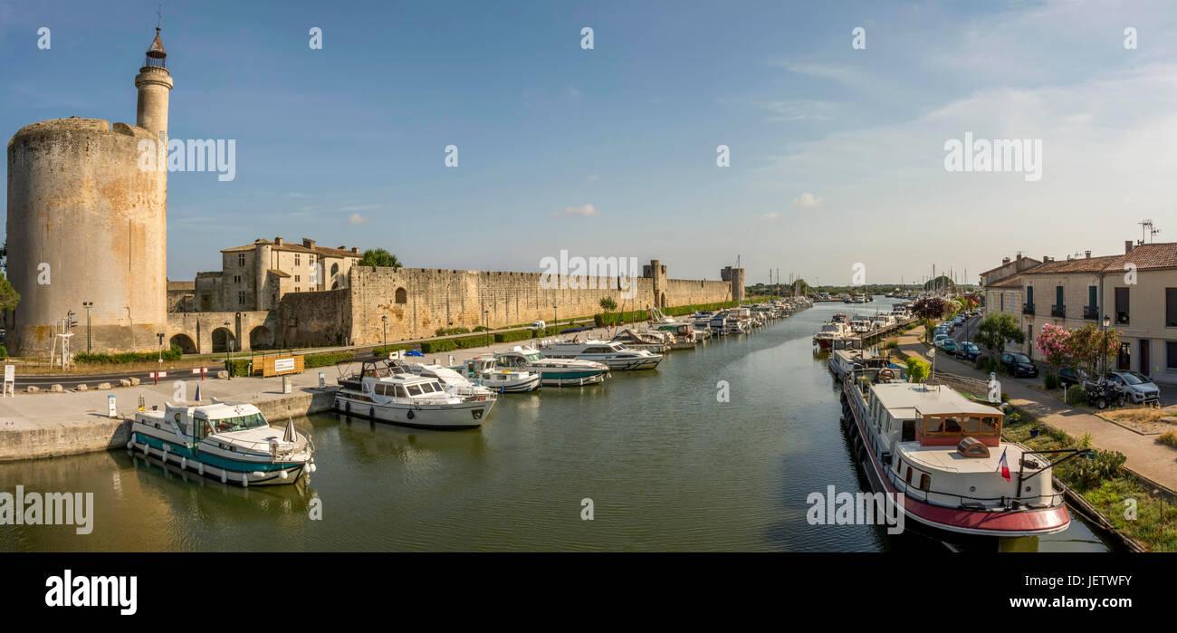 Gard (30) Aigues Mortes. Tour de Constance et canal du Rhône à Sète // France. Gard (30) Aigues Mortes. - Stock Image