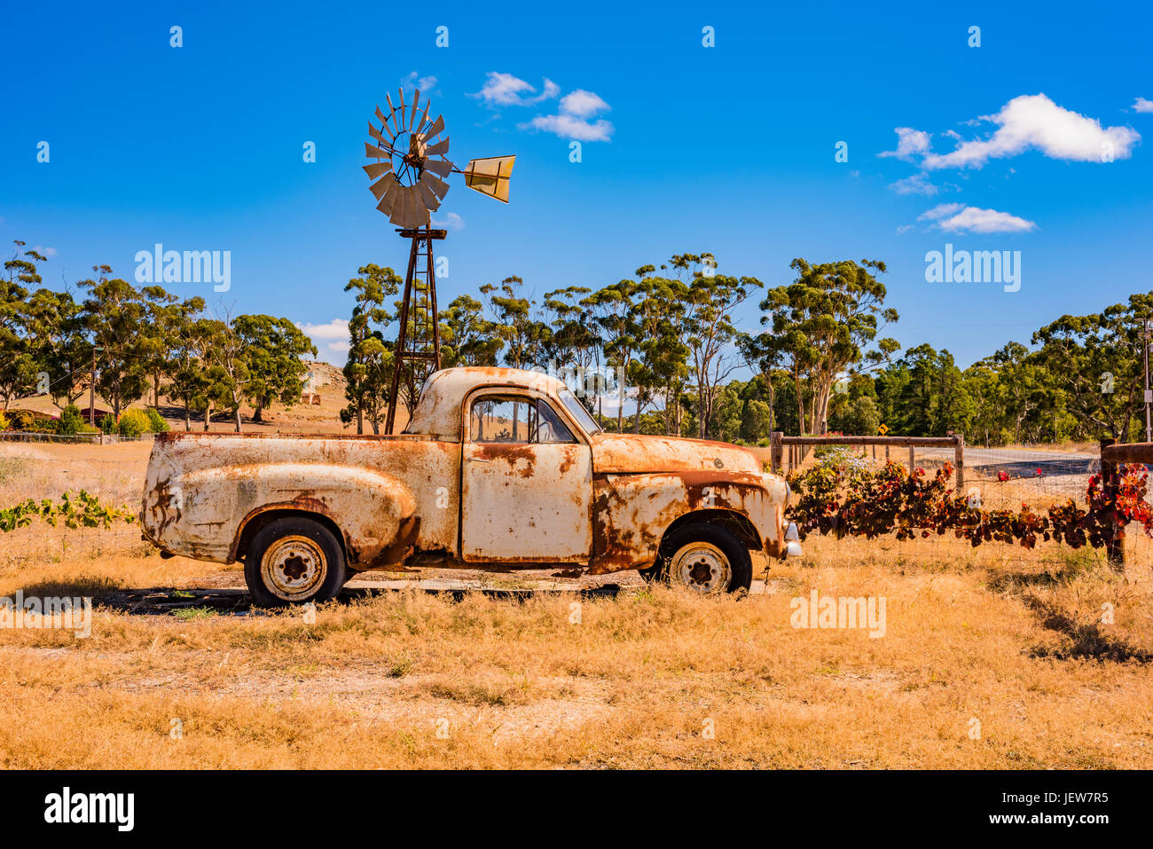 Old rusted ute parked along the highway in Clare Valley, South Australia - Stock Image