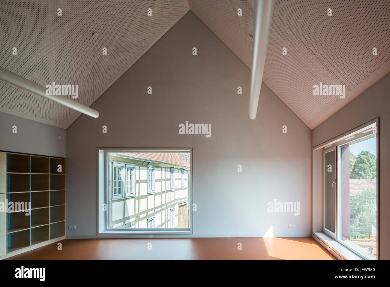 Group room with pitched ceiling and large fenestration. Kindergarten Mitte Kyritz, Kyritz, Germany. Architect: kleyer - Stock Image