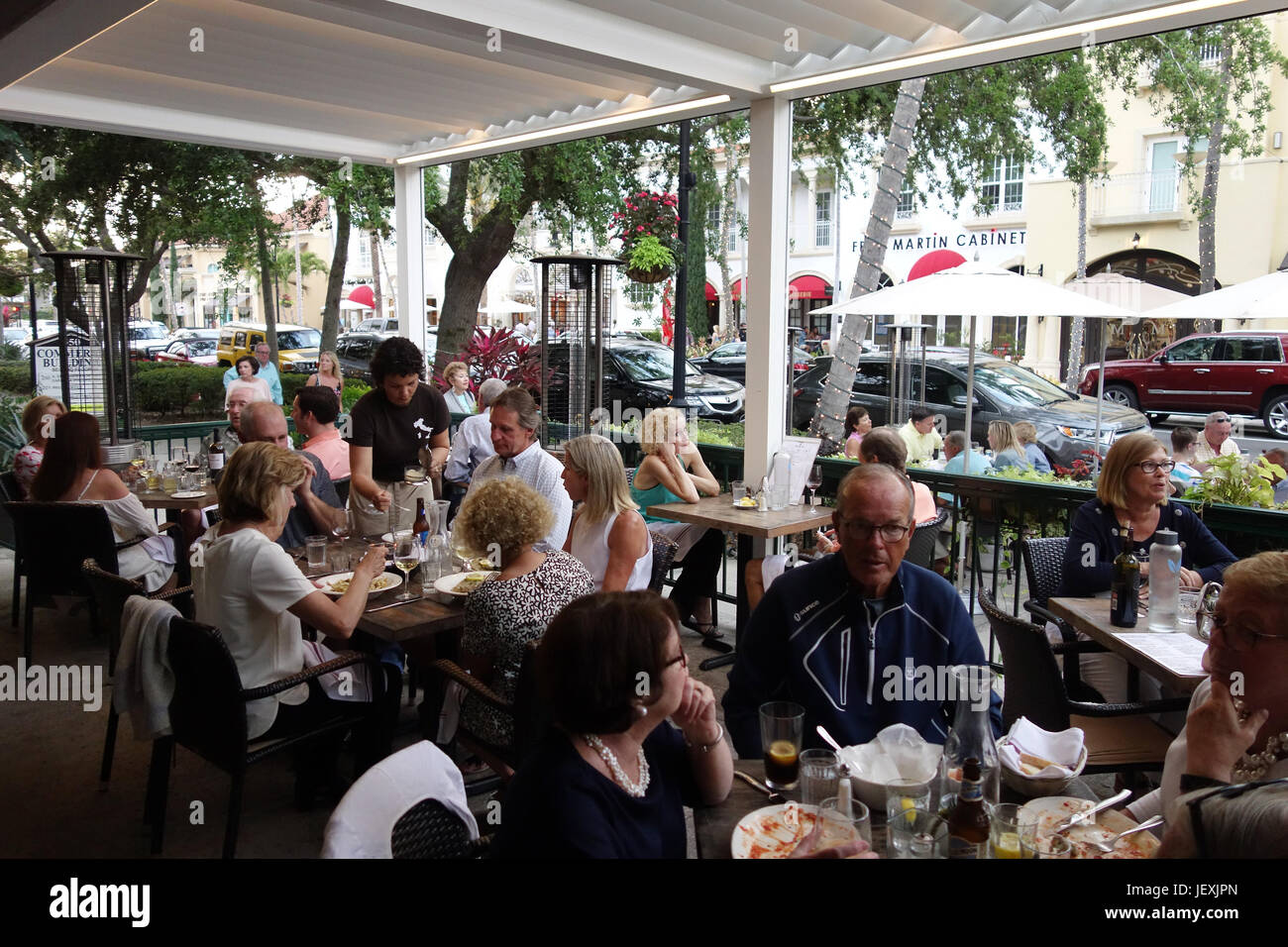 diners on sidewalk in Molto Trattorie restaurant on 5th Avenue in downtown Naples, Florida - Stock Image