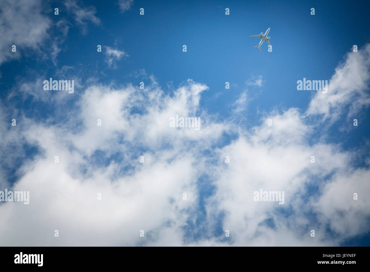 Passenger jet in the sky above England and near Heathrow airport. Picture date: Saturday April 22, 2017. Photograph Stock Photo