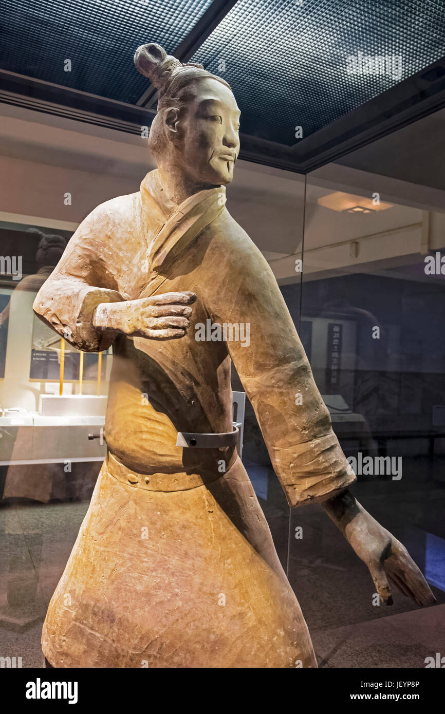 The famous Standing Archer unearthed in Pit 2 of the Terracotta Army.  Xian, Shaanxi province, China - Stock Image