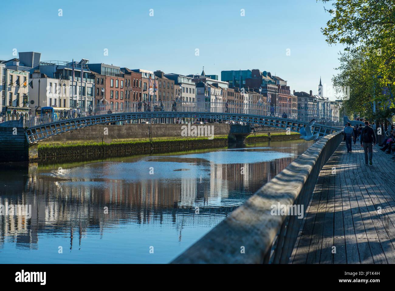 Ha'penny Bridge, Halfpenny Bridge, officially Liffey Bridge, Dublin, Ireland - Stock Image