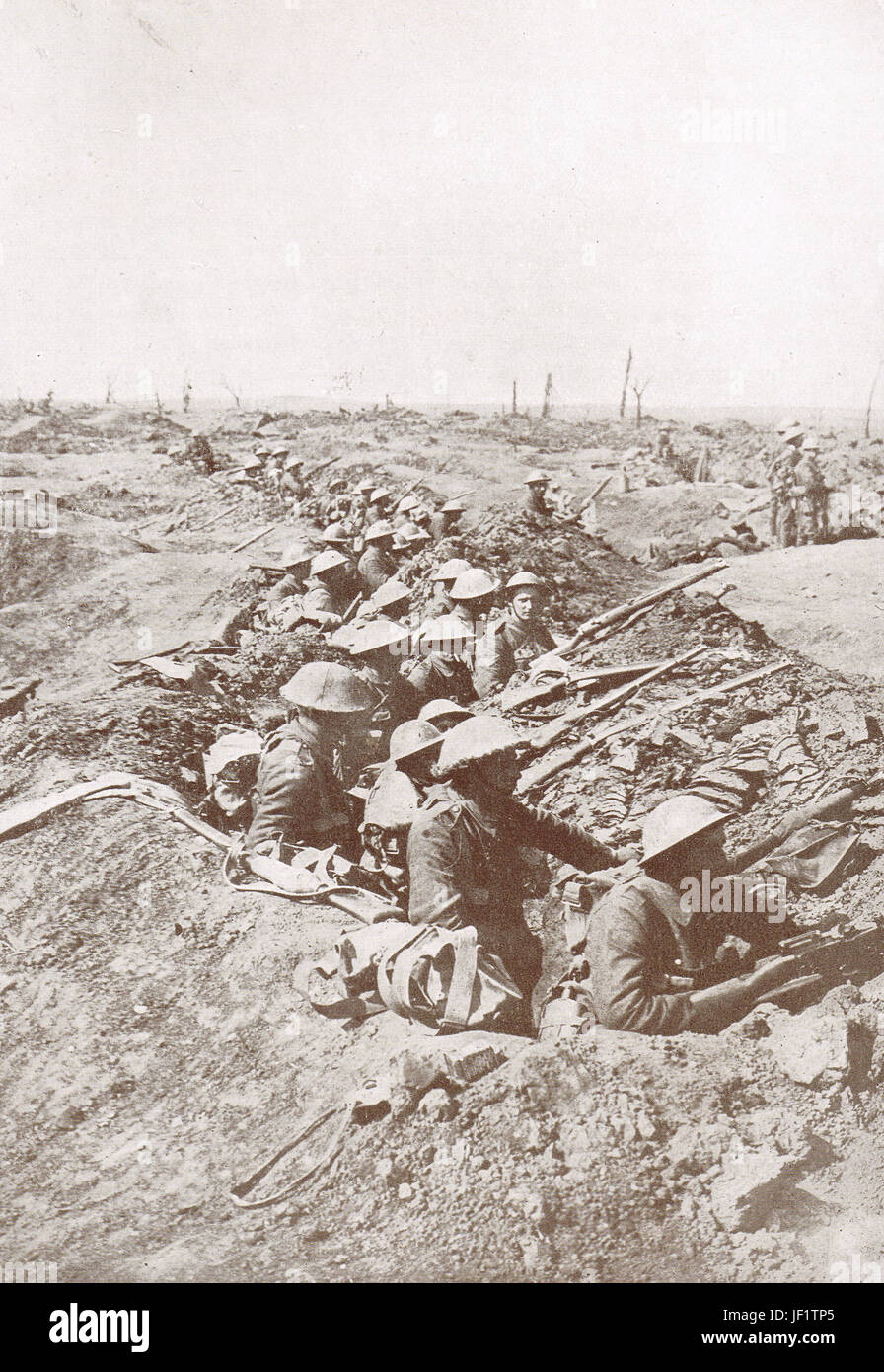 Waiting to advance, Somme heights, 1916 - Stock Image