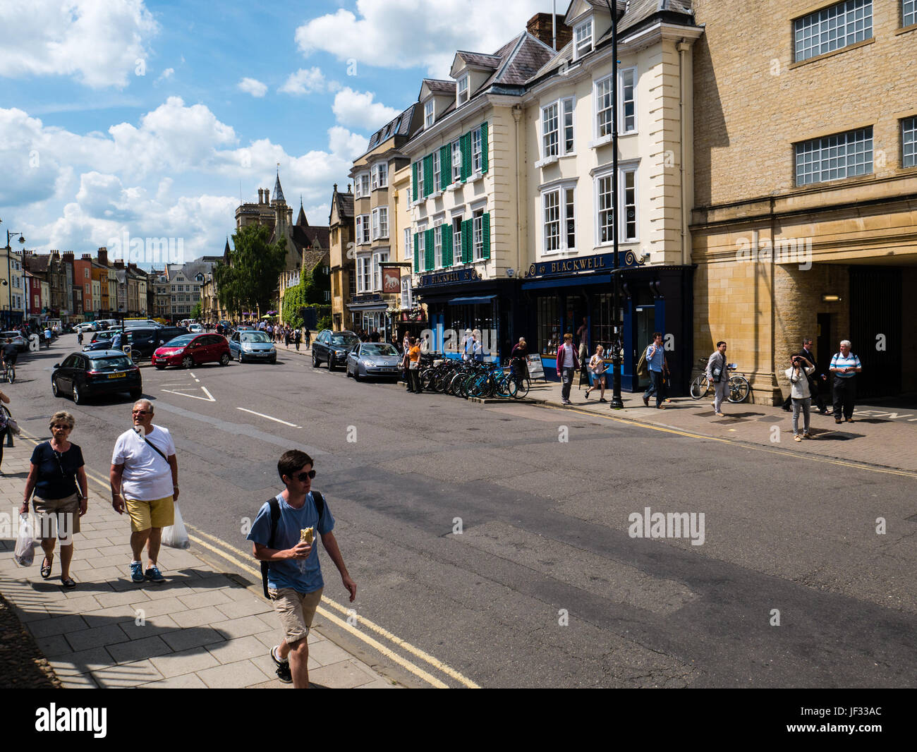 People Walking on Broad Street, Oxford, Oxfordshire, England - Stock Image