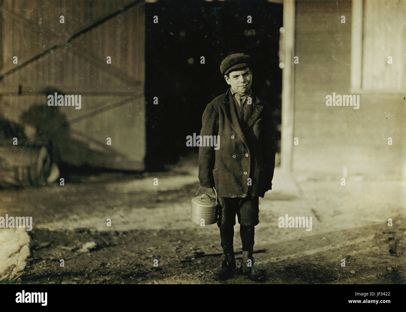 Title: Monongah Glass Co., Fairmont, W. Va. Jo Before a glass wks boy going home, 5 P.M. He says he is 12 years - Stock Image