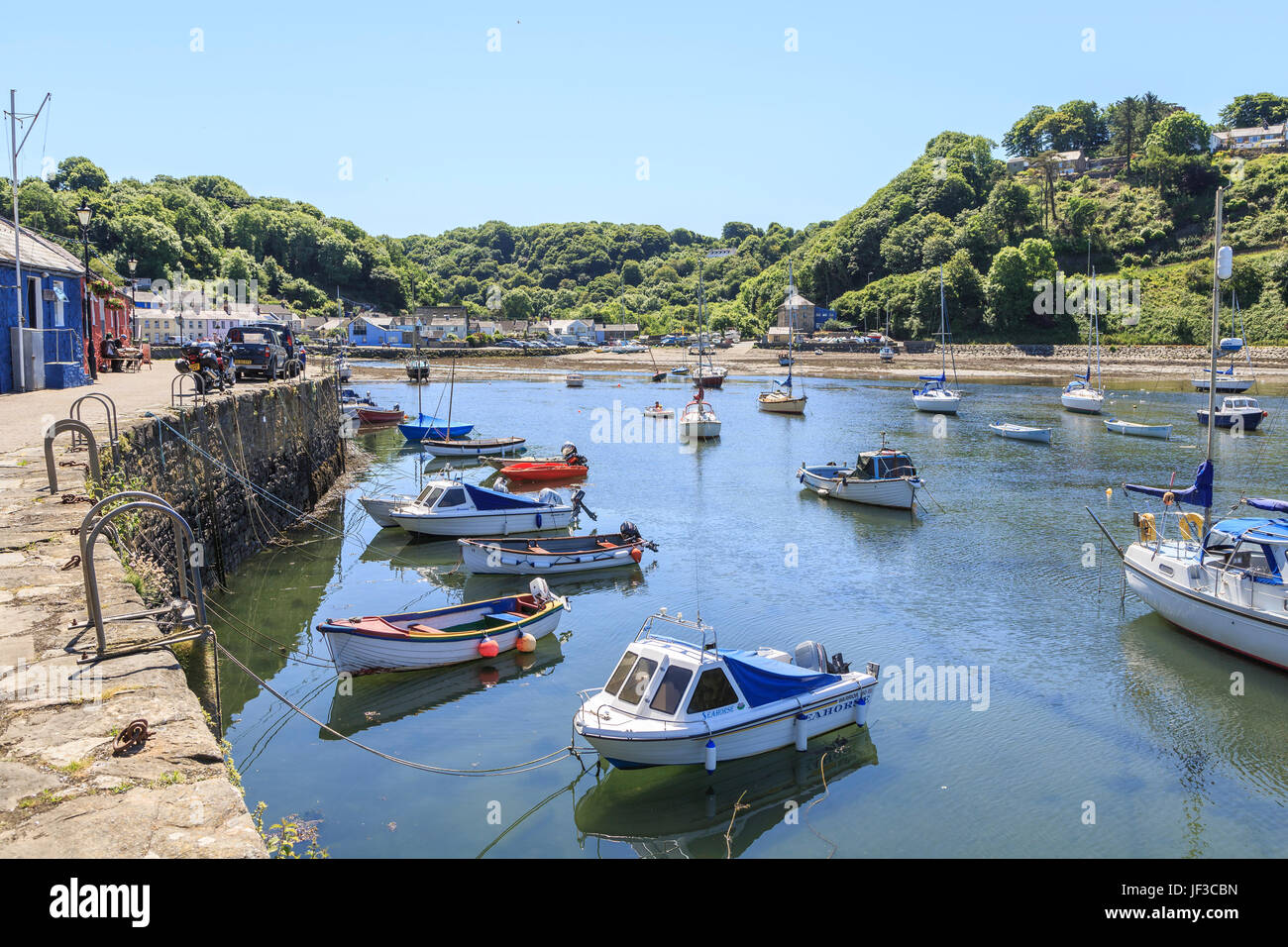 Lower Fishguard harbour, Pembrokeshire, Wales, UK - Stock Image