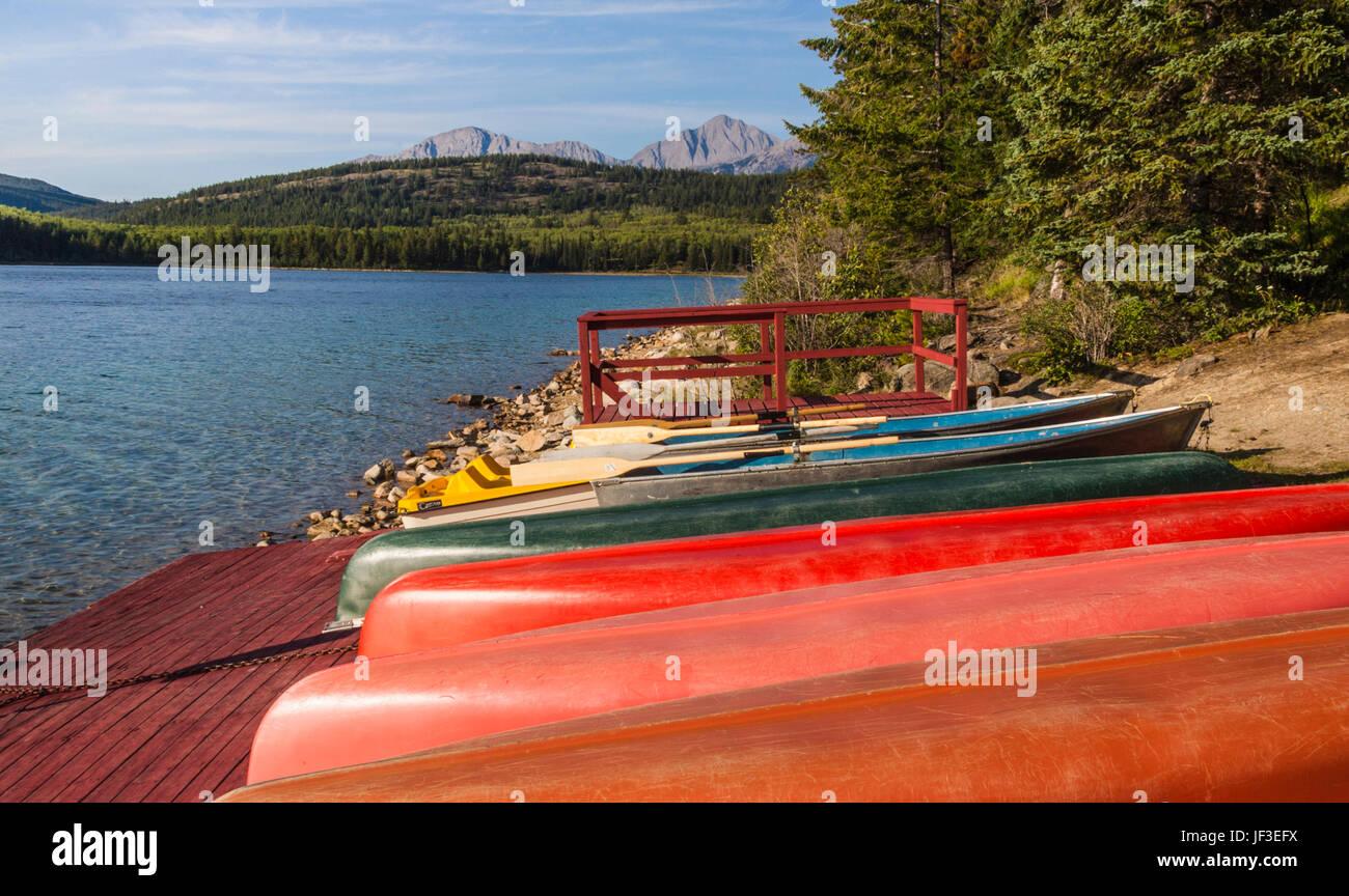 Canoes at Patricia Lake Bungalows on Patricia Lake in Jasper National Park, Alberta, Canada. - Stock Image