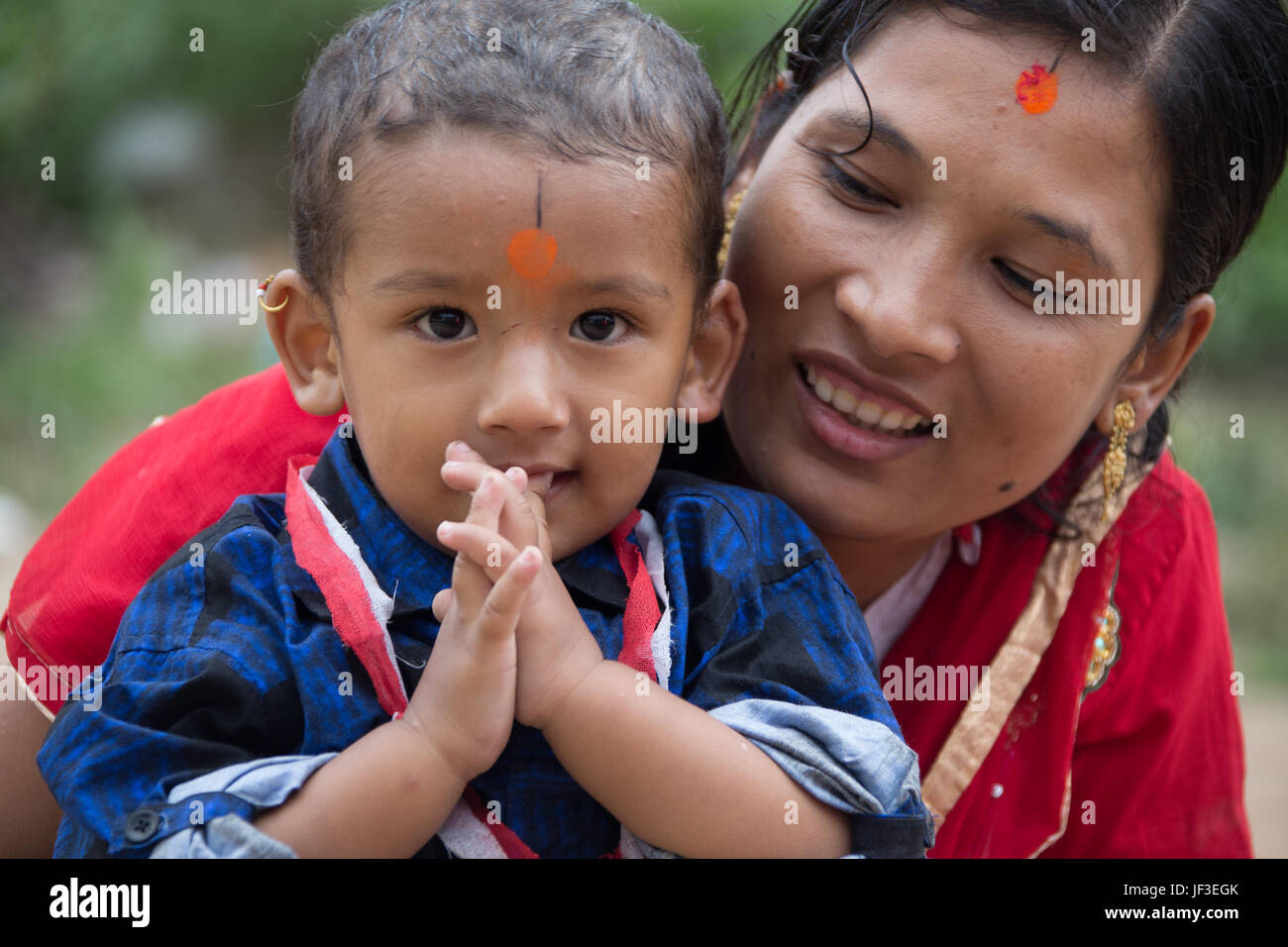Child and mother offering a namaste, Bhaktapur, Nepal - Stock Image
