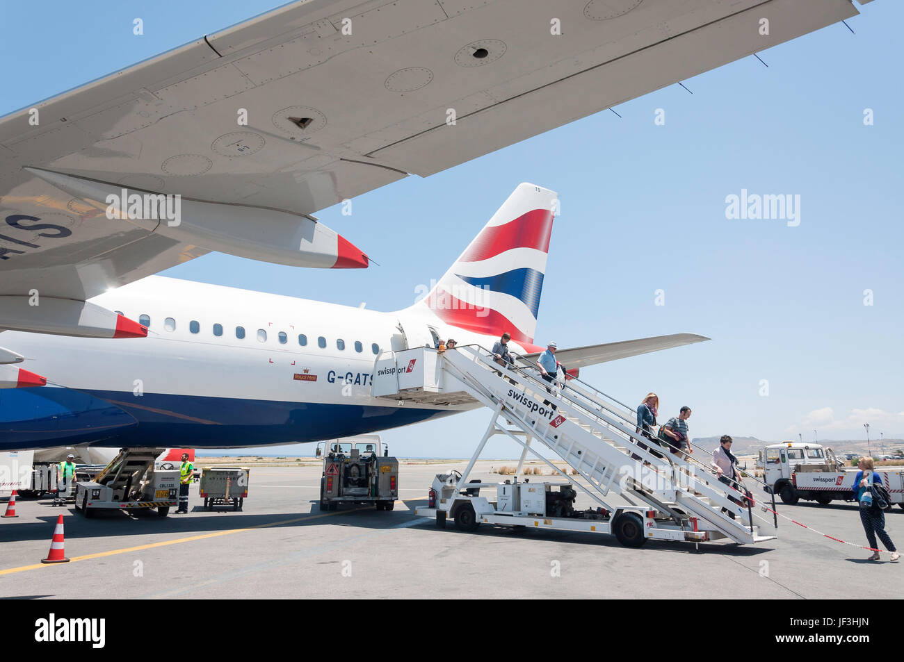 Passengers disembarking British Airways Airbus A320 aircraft, Heraklion International Airport, Heraklion (Irakleio), - Stock Image