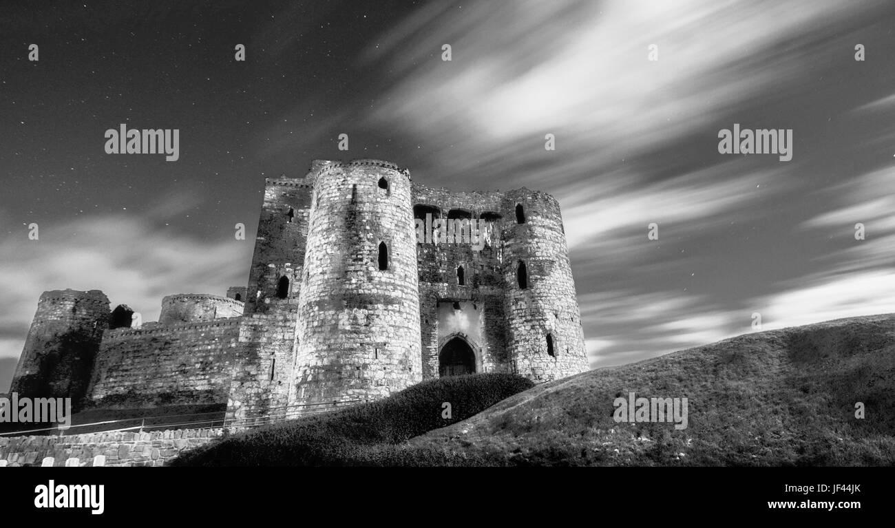 Night shot. Kidwelly Castle (Castell Cydweli). Carmarthenshire. Wales. UK - Stock Image