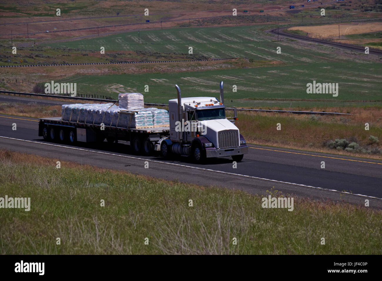 Flatbed Truck Tractor Trailer Flatbed High Resolution Stock Photography And Images Alamy