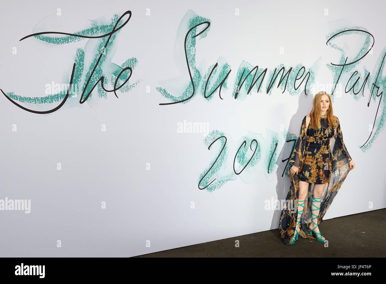 London, UK. 28th June, 2017. Ellie Bamber, Serpentine Galleries summer party, Kensington Gardens, London, UK. 28th - Stock Image