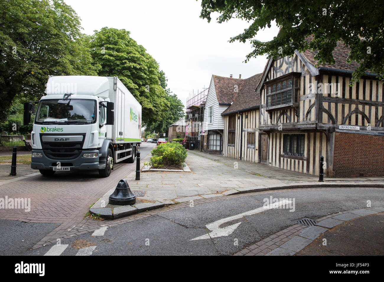 London, UK. 29th June, 2017. A large vehicle passes along Church Lane, the last remaining 'rat run' in Walthamstow - Stock Image