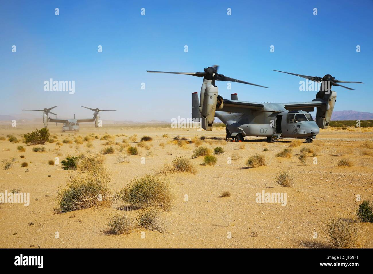 Osprey's with Marine Medium Tiltrotor Squadron (VMM) 363 wait for vehicles to arrive at an air-delivered ground Stock Photo