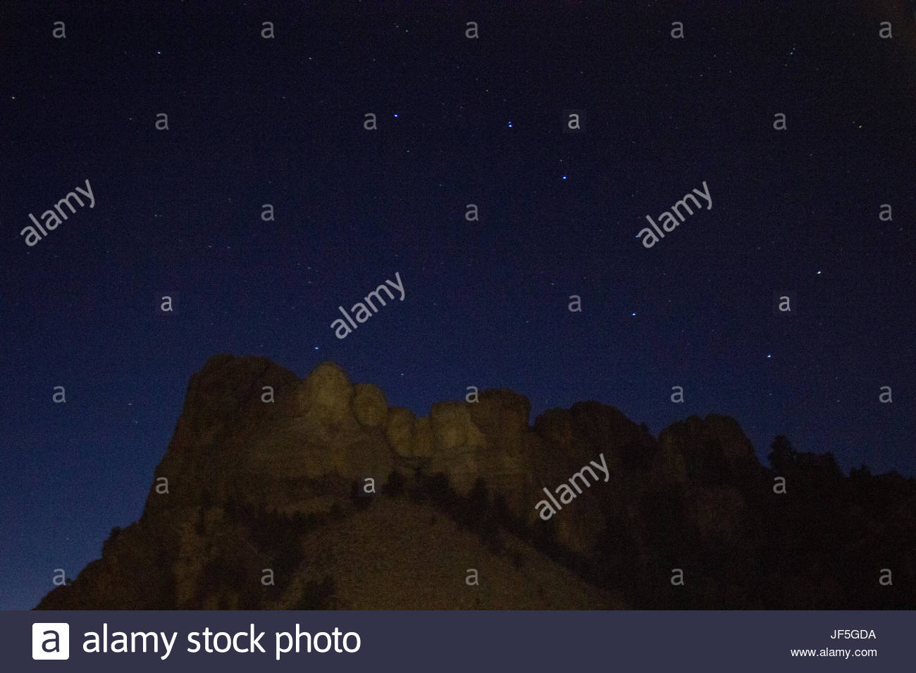 The Big Dipper shines above the iconic figures on Mount Rushmore. - Stock Image