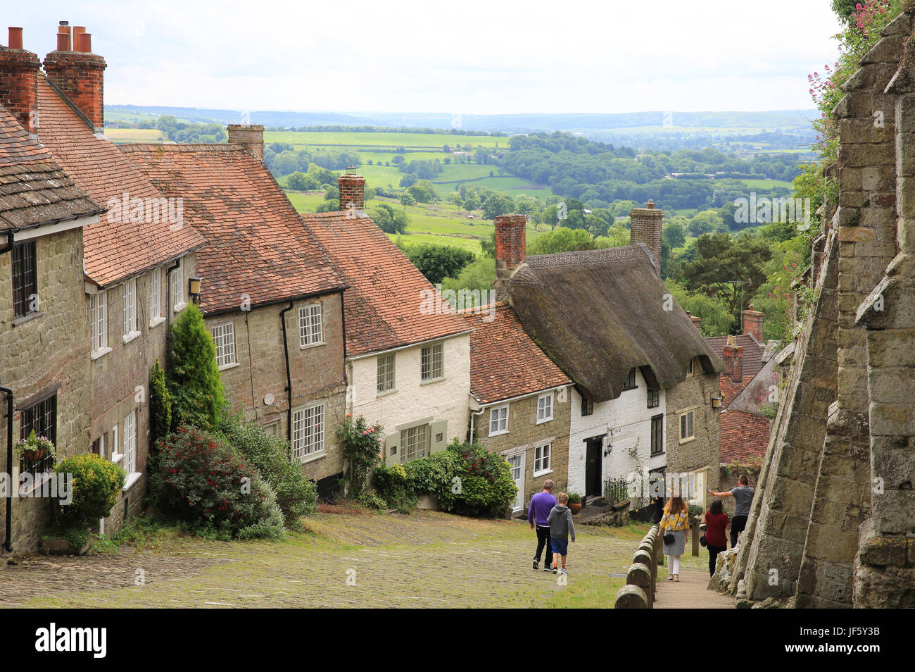 Beautiful Gold Hill, in Shaftesbury, in Dorset, England, UK - Stock Image