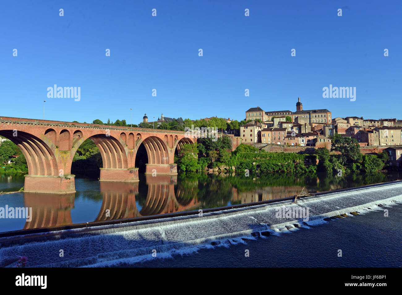 Tarn river and the old town of Albi, Tarn, Occitanie, France - Stock Image
