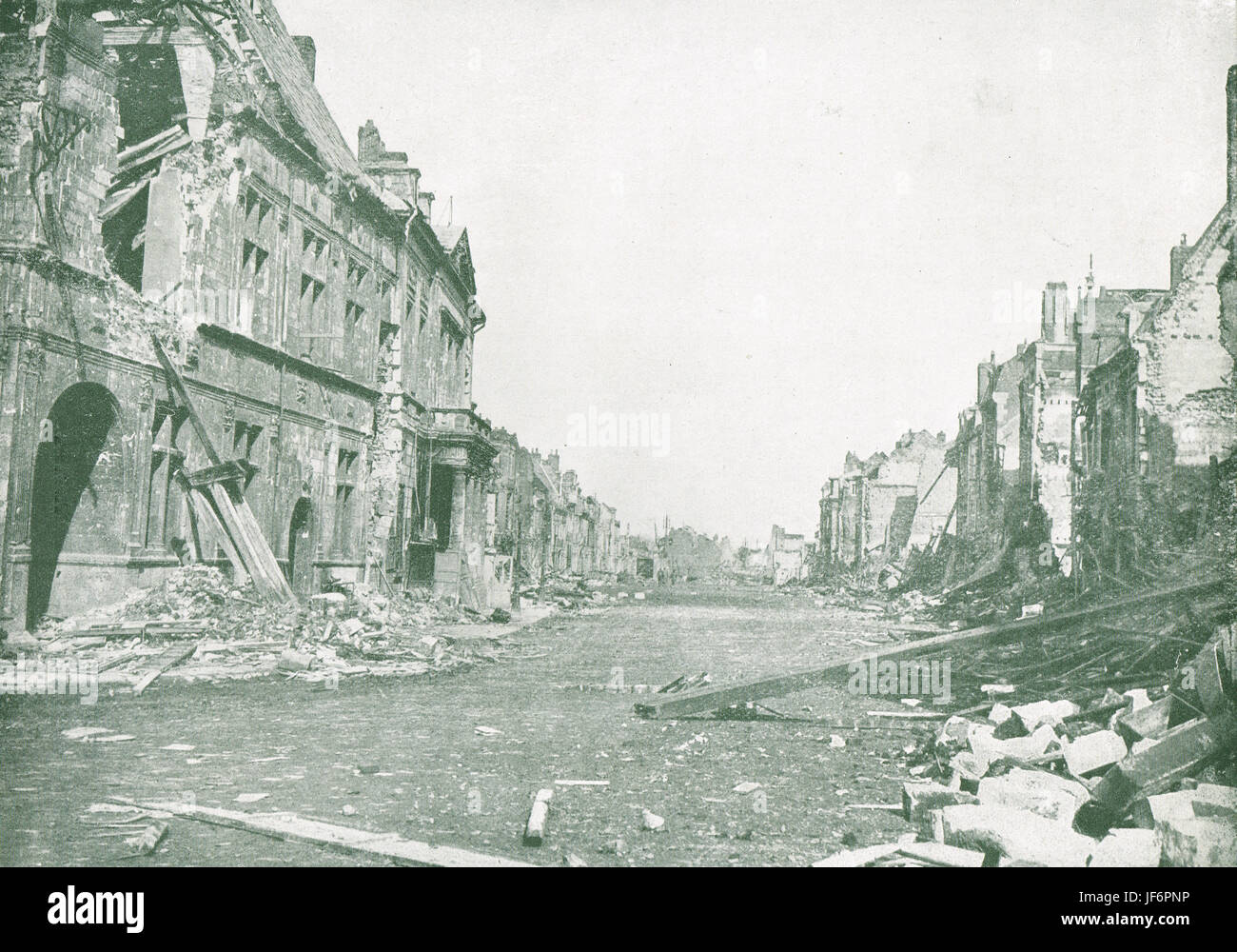 Peronne after the German retreat, 1917 - Stock Image