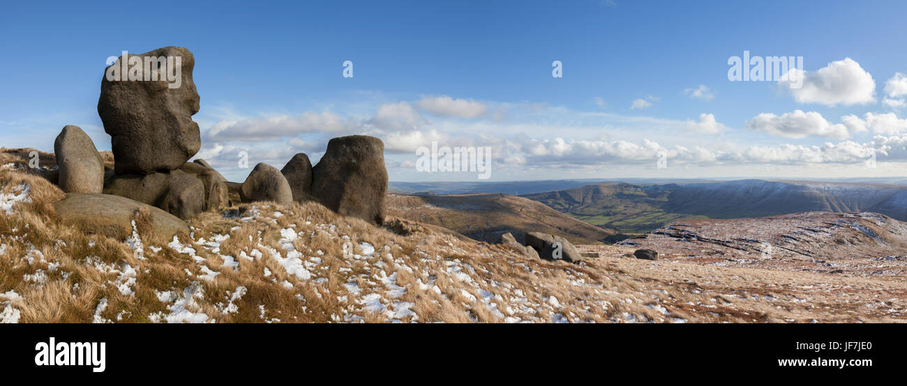 Woolpacks on the flanks of Kinder Scout, Peak District, UK - Stock Image