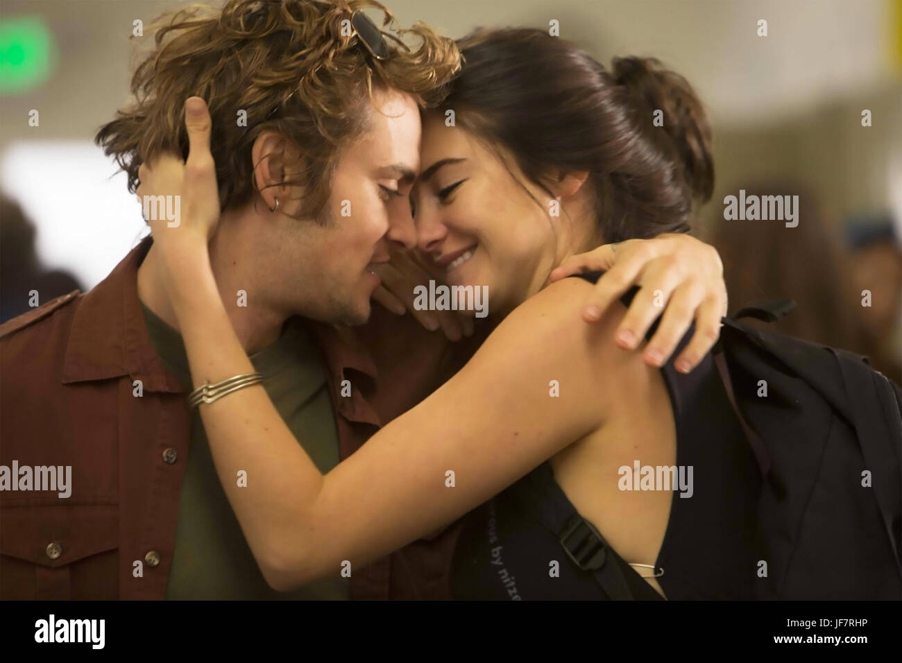 WHITE BIRD IN A BLIZZARD 2014 Desperate Pictures film with Shailene Woodley and Shiloh Fernandez - Stock Image