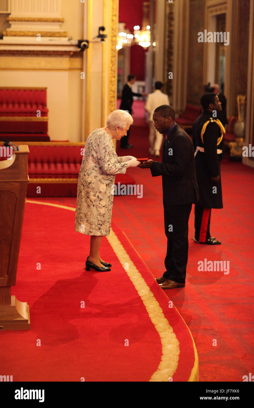 Eber Ravariere from Dominica receives a Queen's Young Leaders Award for 2017 from Queen Elizabeth II during - Stock Image
