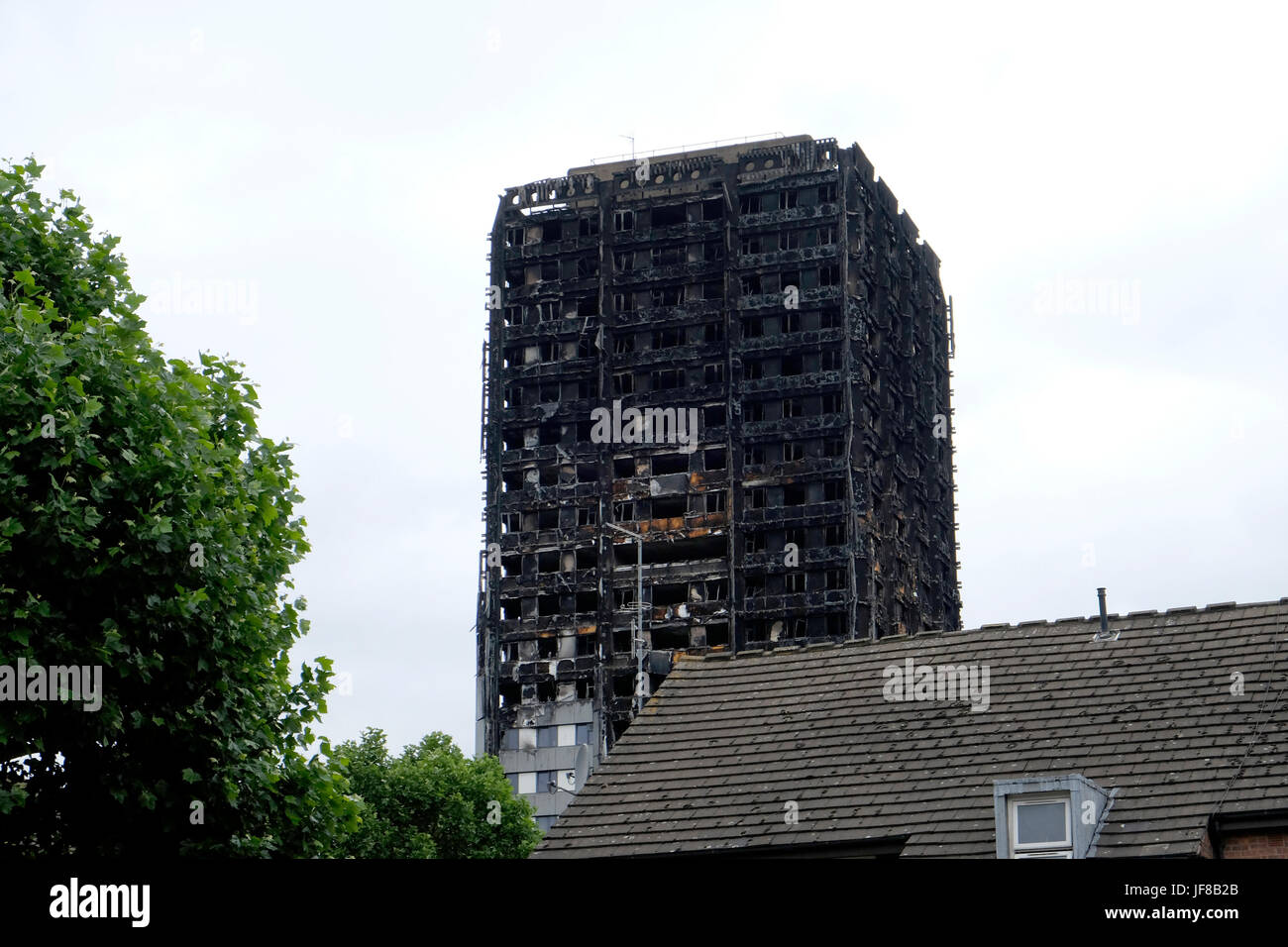 A close-up view of Grenfell Tower after the fire - Stock Image