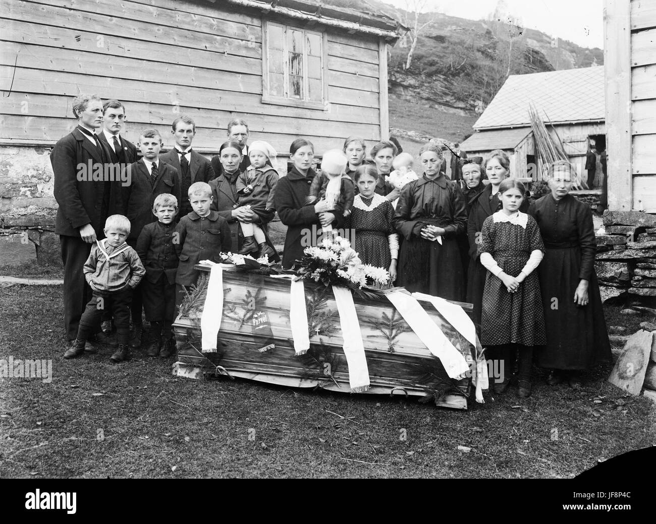 Family and relatives gathered around a coffin 33186452190 o - Stock Image