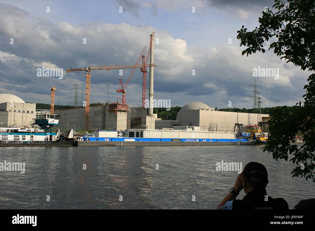 Kernkraftwerk Neckarwestheim - Zwischenlager bis 2044 - 1. Castor/Atommüll Transport auf dem Neckar in Deutschland - Stock Image