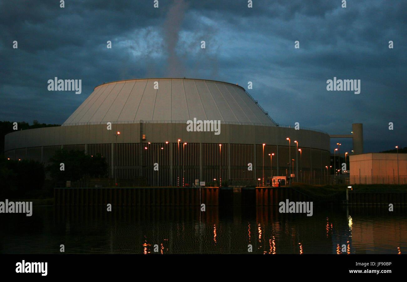 Atomkraftwerk Neckarwestheim bei Nacht - Stock Image