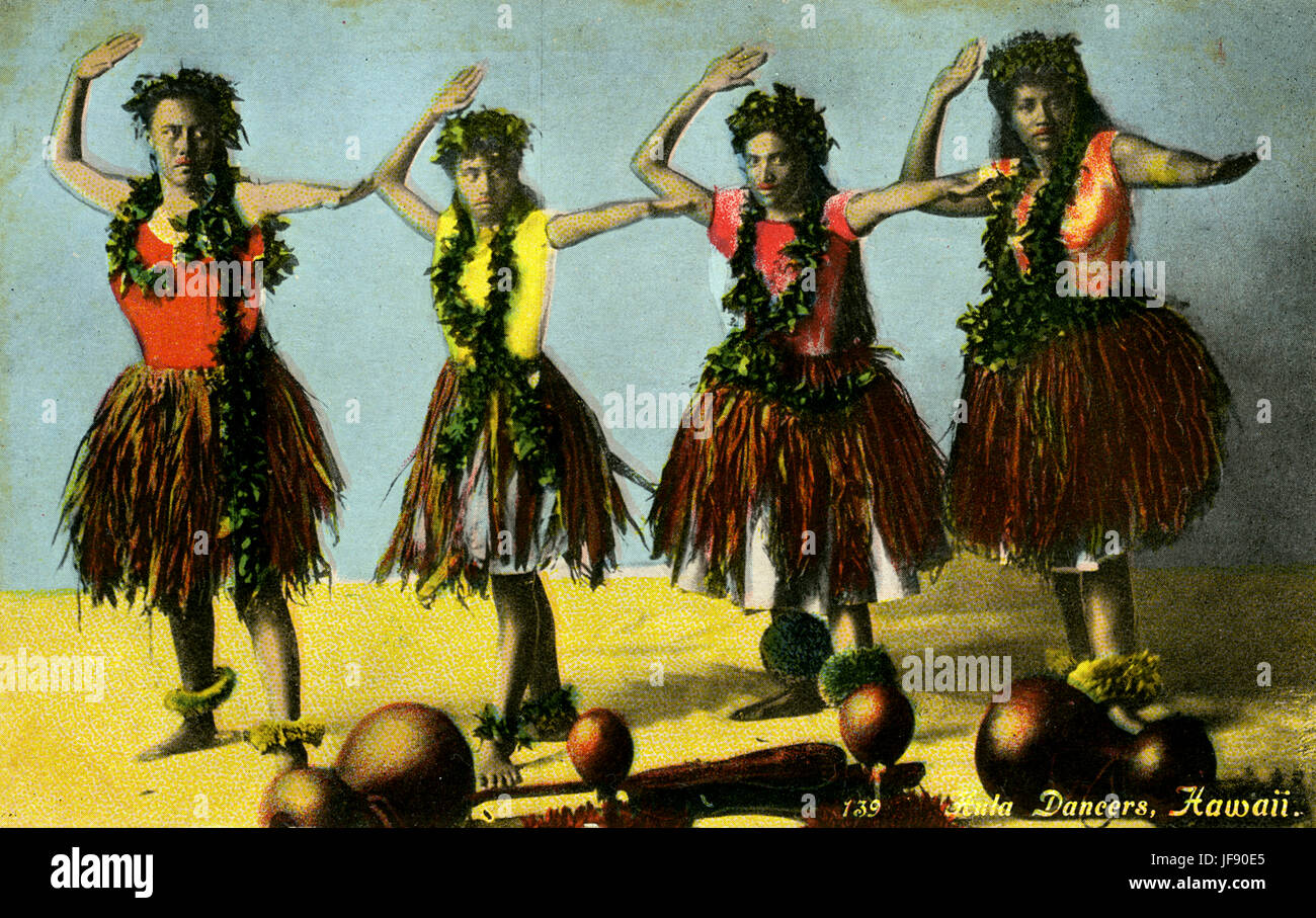 Hula dancers in grass skirts and floral lei / wreaths, Hawaii - Stock Image