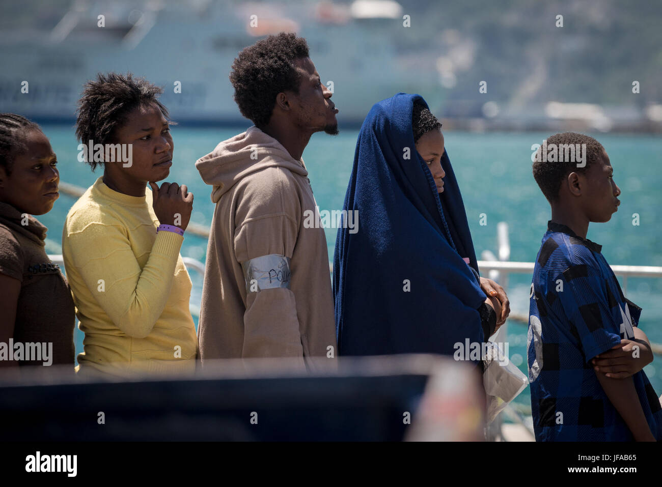 Approximately 1,200 refugees landed in Salerno, aboard the Maritime Maritime Patrol Ship of the Spanish Civil Guard - Stock Image