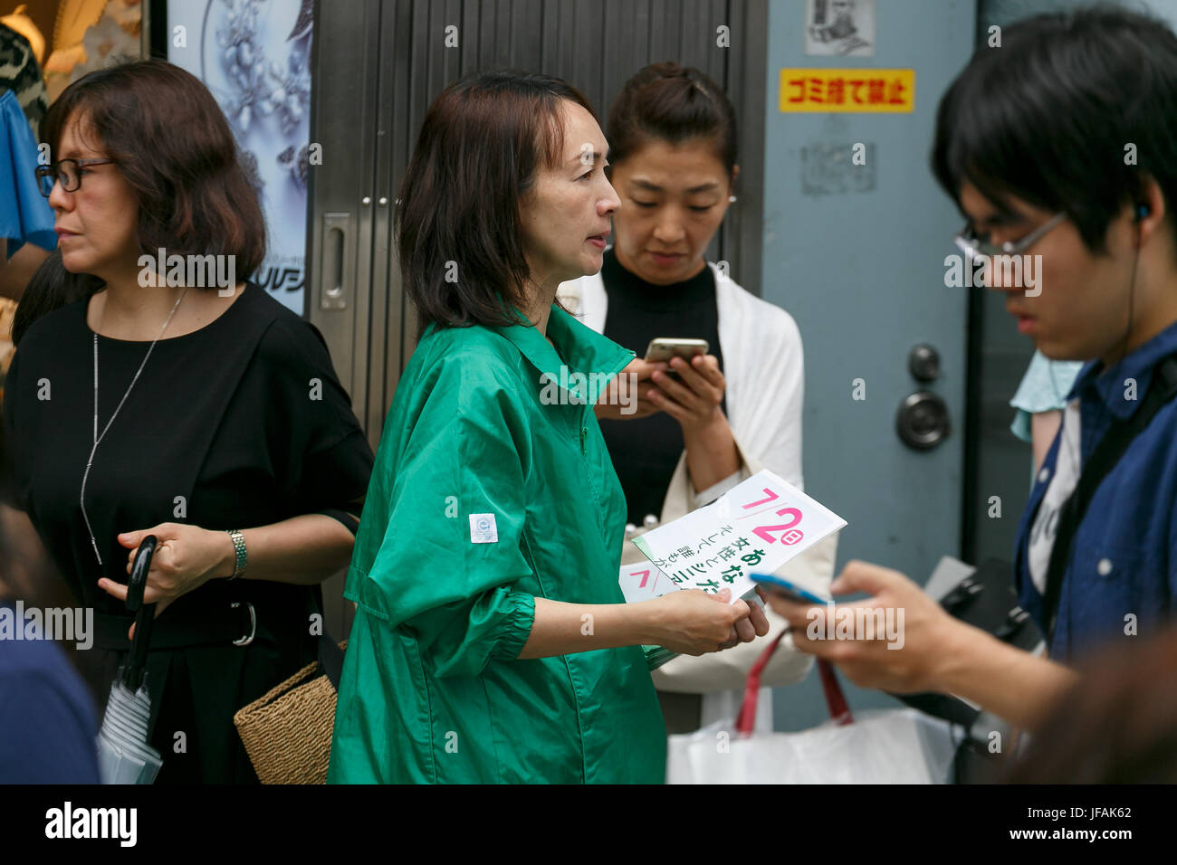 Tokyo, Japan. 1st July, 2017. A staff member distributes propaganda of the Tomin First no Kai (Tokyo Citizens First) - Stock Image