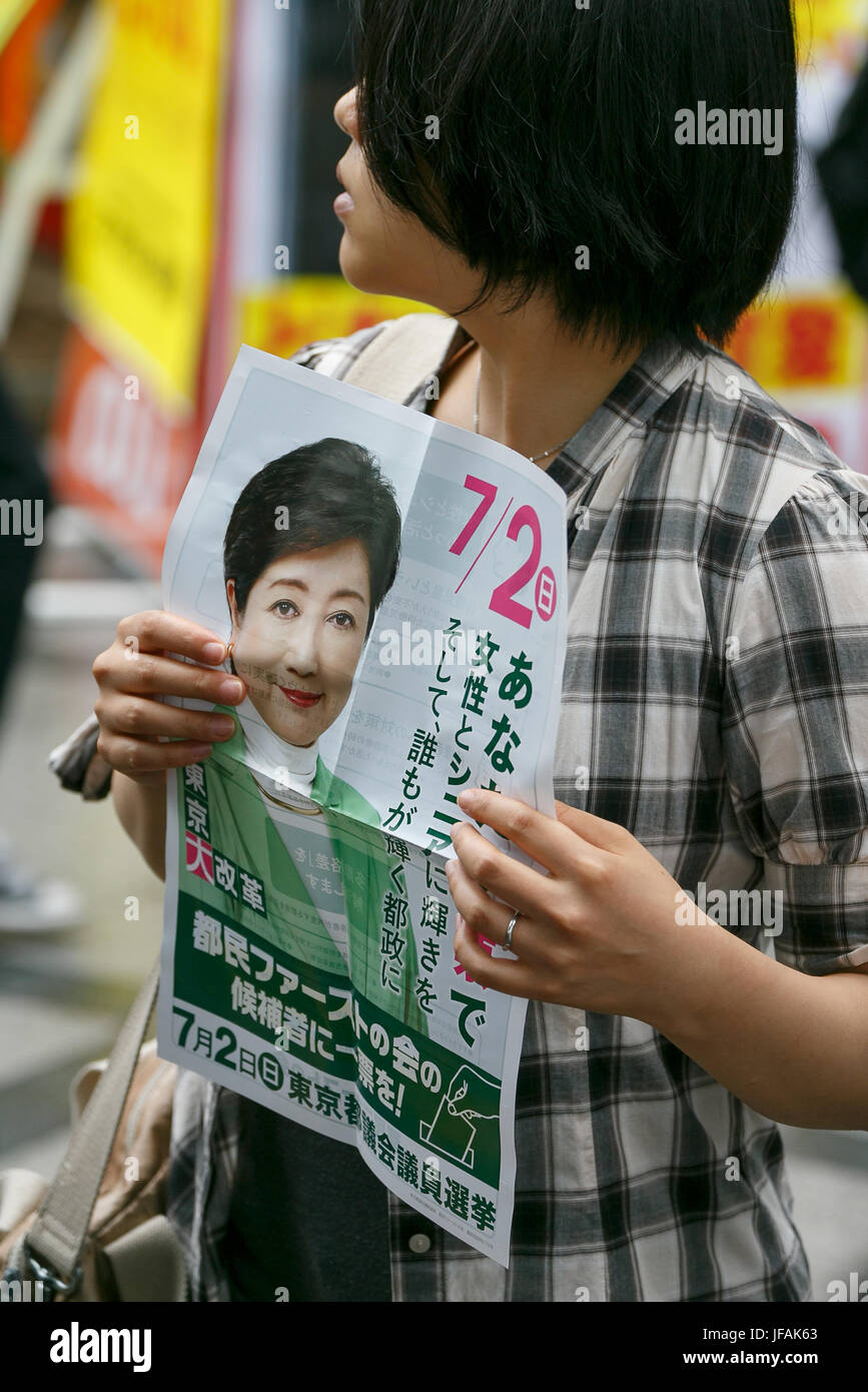 Tokyo, Japan. 1st July, 2017. A women holds propaganda of the Tomin First no Kai (Tokyo Citizens First) party during - Stock Image