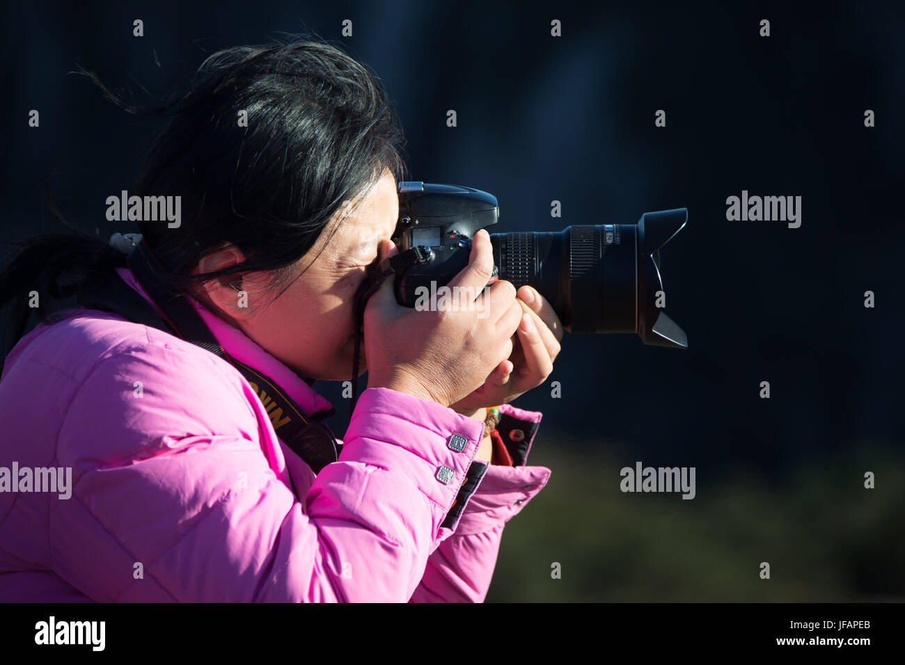 Chinese photographer with an SLR Camera, Huangshan Mountains, China - Stock Image