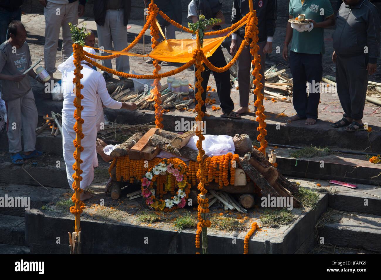 Cremation at Pashupatinath Temple, Kathmandu, Nepal - Stock Image