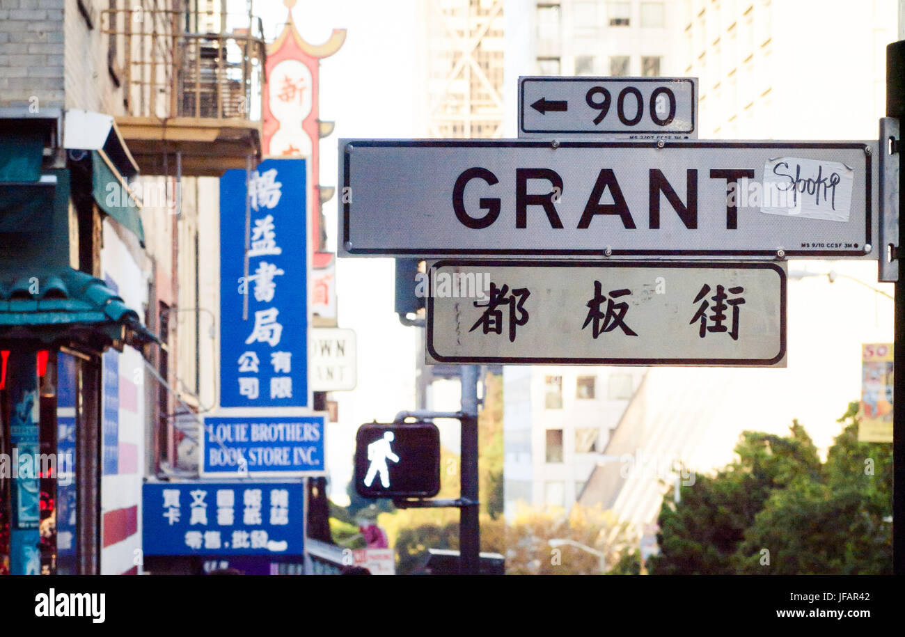 A Grant Avenue street sign in the Chinatown district of San Francisco, California. - Stock Image