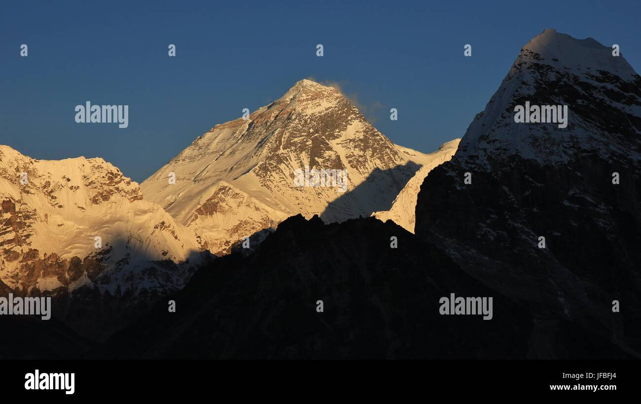 Majestic Mt Everest at sunset - Stock Image