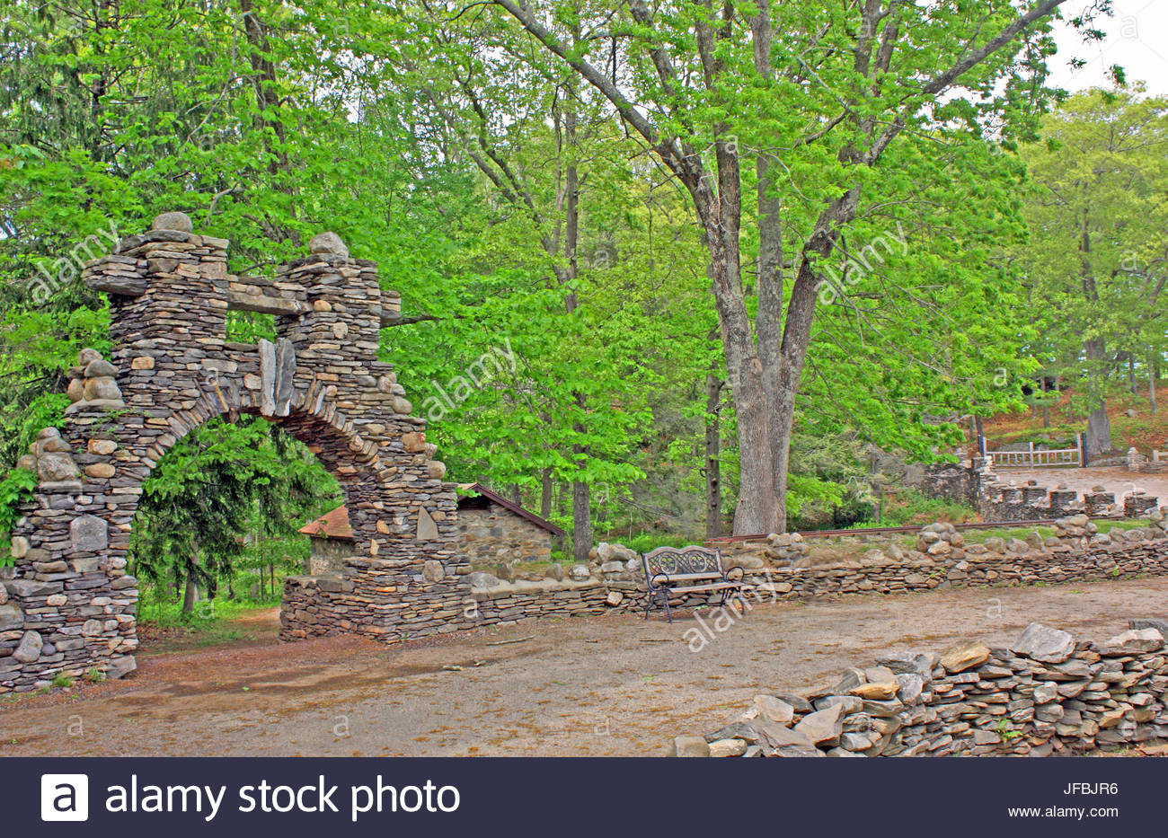 Stone walls, and a stone gate along the entrance road to Gillette Castle State Park. - Stock Image