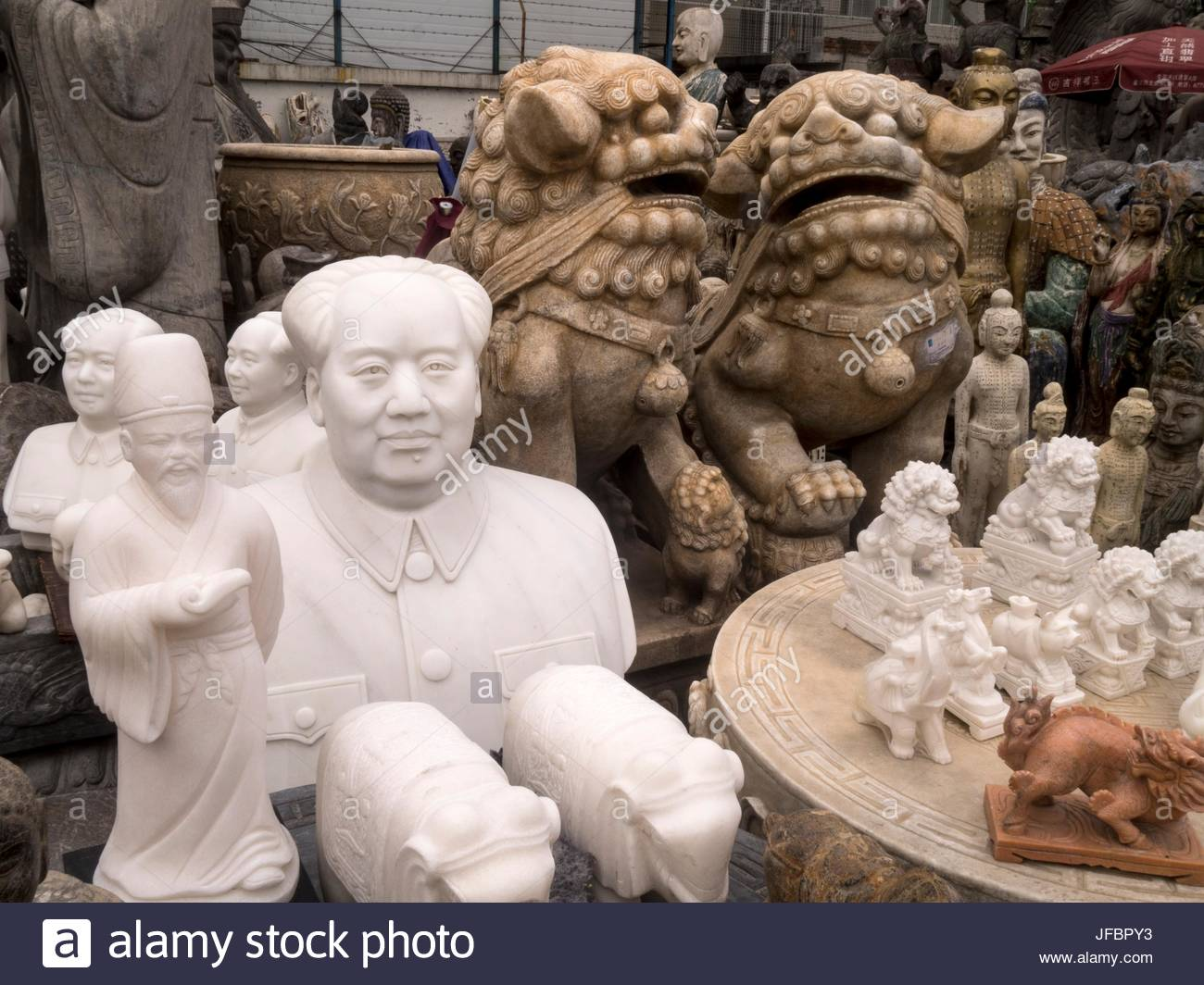 An assortment of statues, including a bust of Mao Tse Tung at the Panjiayuan Market. - Stock Image