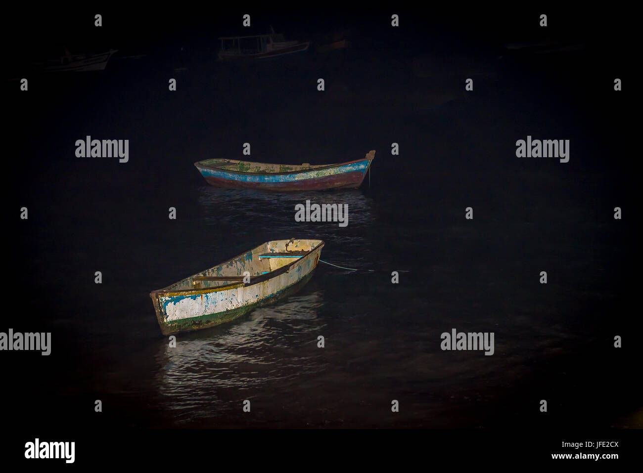 Punt boat anchored at the beach in sunset - Stock Image