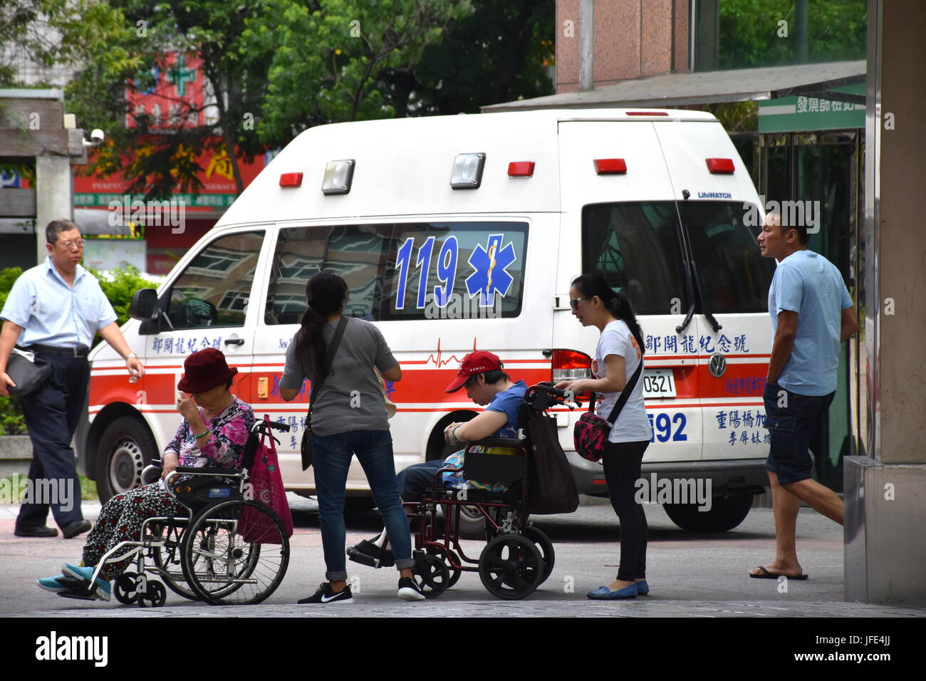 Ambulances parked outside the front entrance to Mackay Hospital, Taipei, Taiwan. Some were parked to deliver, others - Stock Image