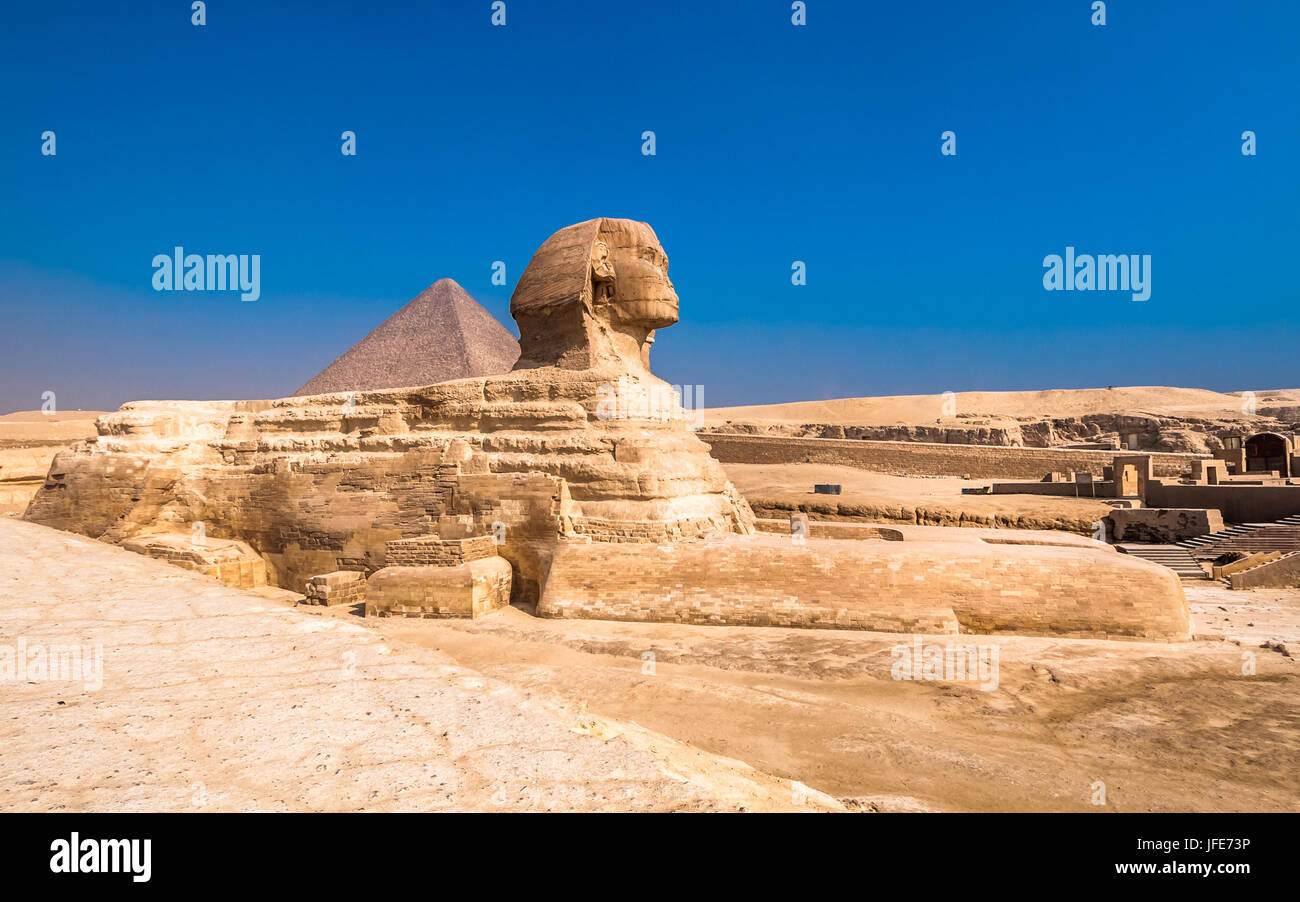Sphinx and pyramids at Giza, Cairo - Stock Image
