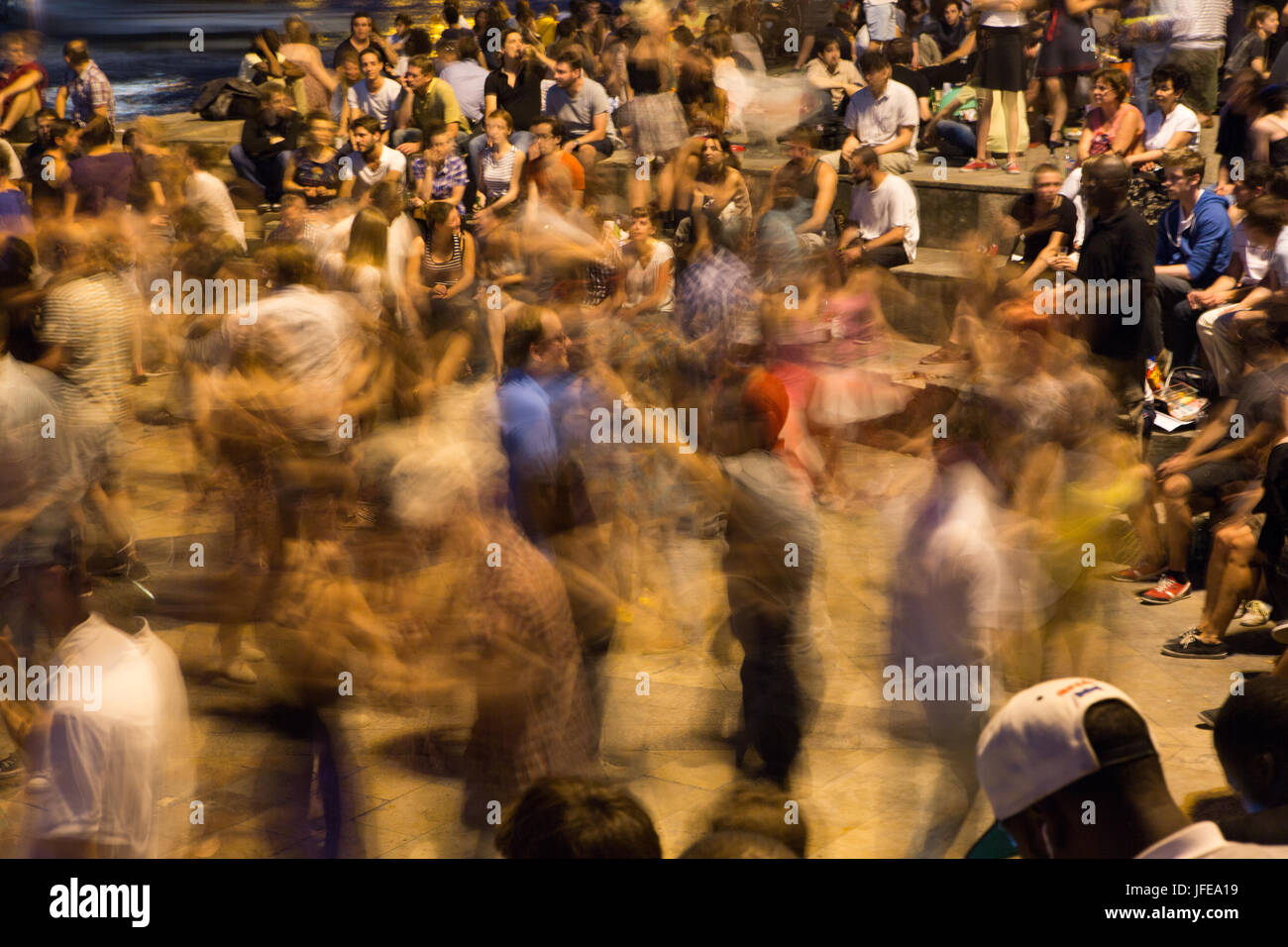 On summer nights, Parisians learn and dance the tango. - Stock Image