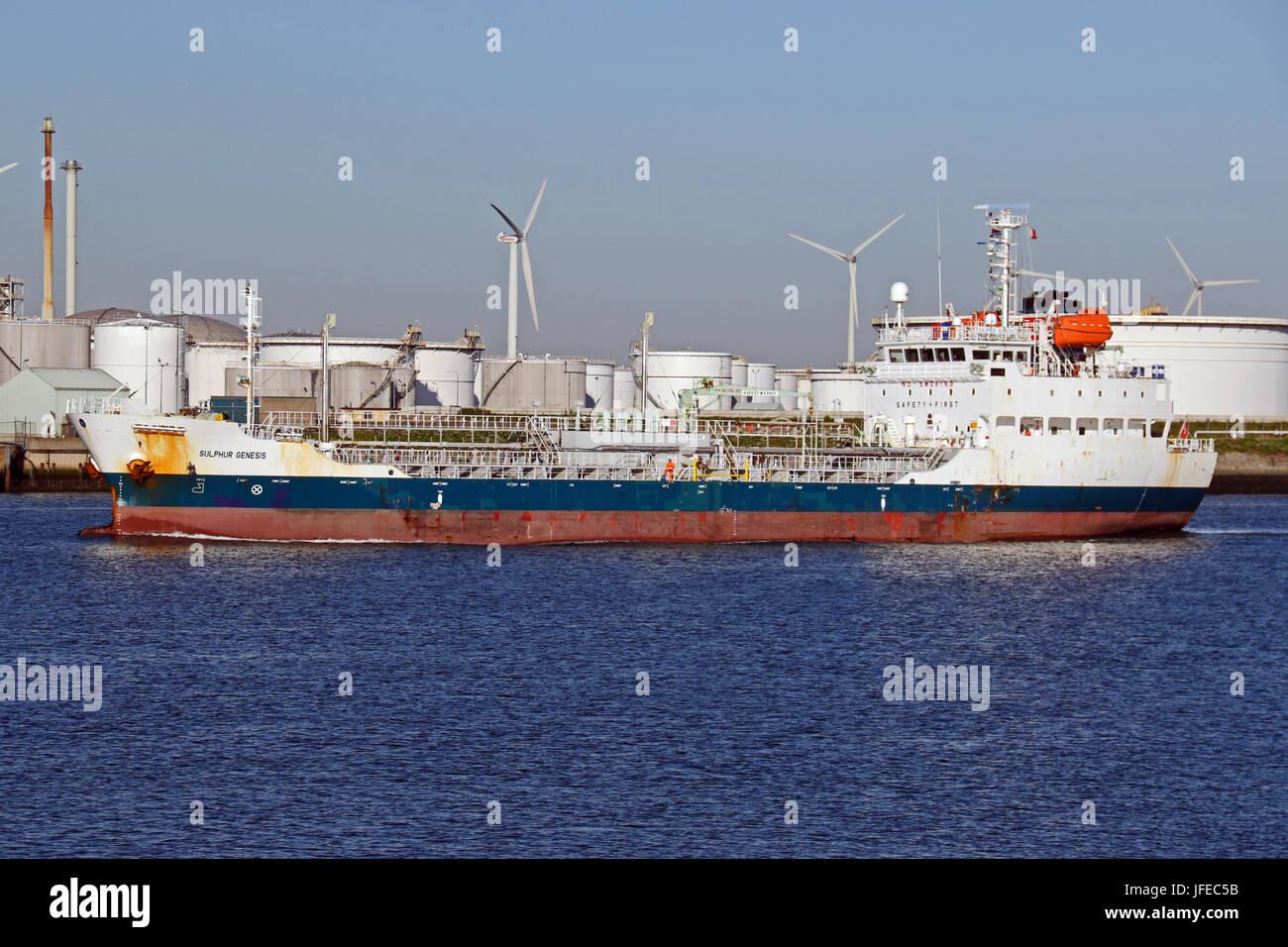 The tanker Sulphur Genesis enters the port of Rotterdam. - Stock Image