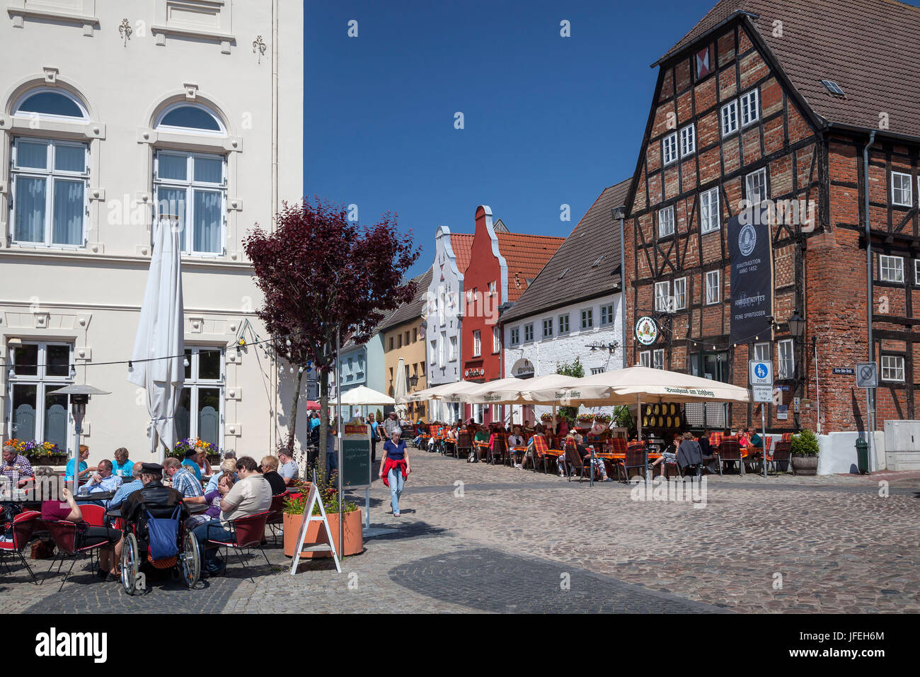 Restaurants and cafés in front of the brewery in the mountain Loh, Hanseatic town Wismar, Mecklenburg, Mecklenburg - Stock Image