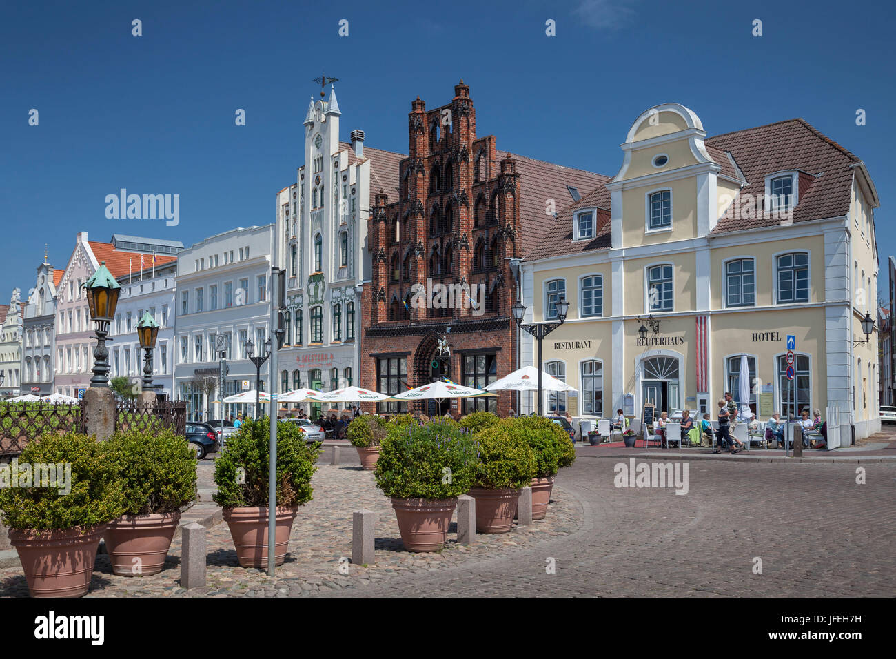Town houses on the marketplace, Hanseatic town Wismar, Mecklenburg, Mecklenburg-West Pomerania, Germany - Stock Image
