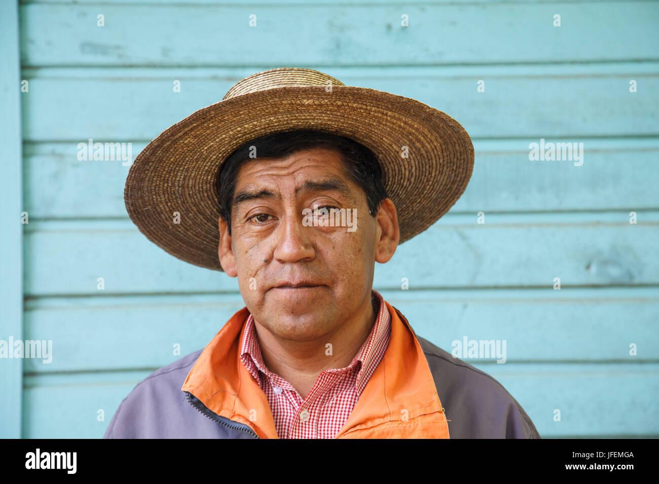 Chile, Araucania, Alto bio bio, Mapuche, man, scholar, - Stock Image