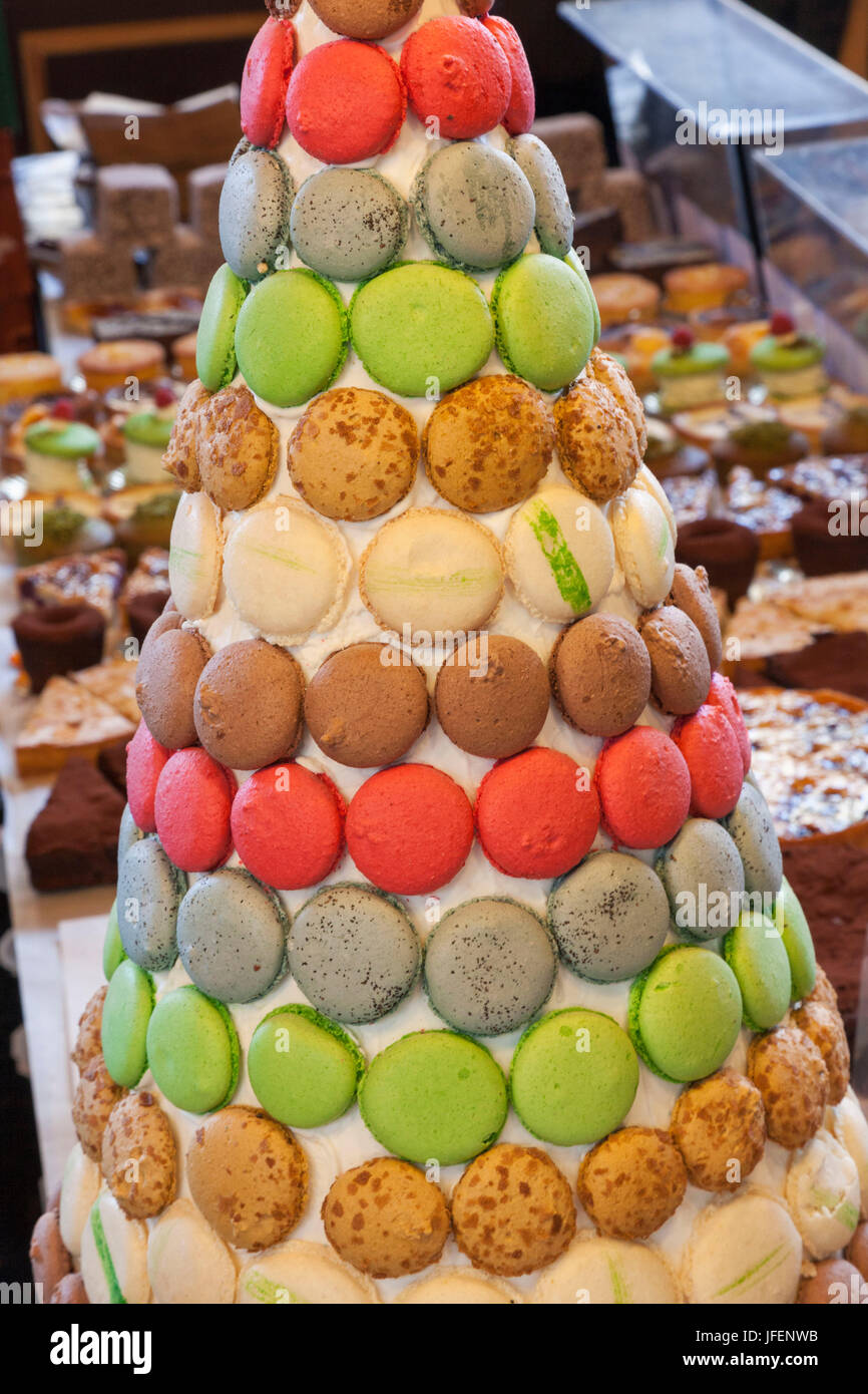 England, London, Southwark, Borough Market, Cake and Patisserie Stall Display of Macaroons - Stock Image