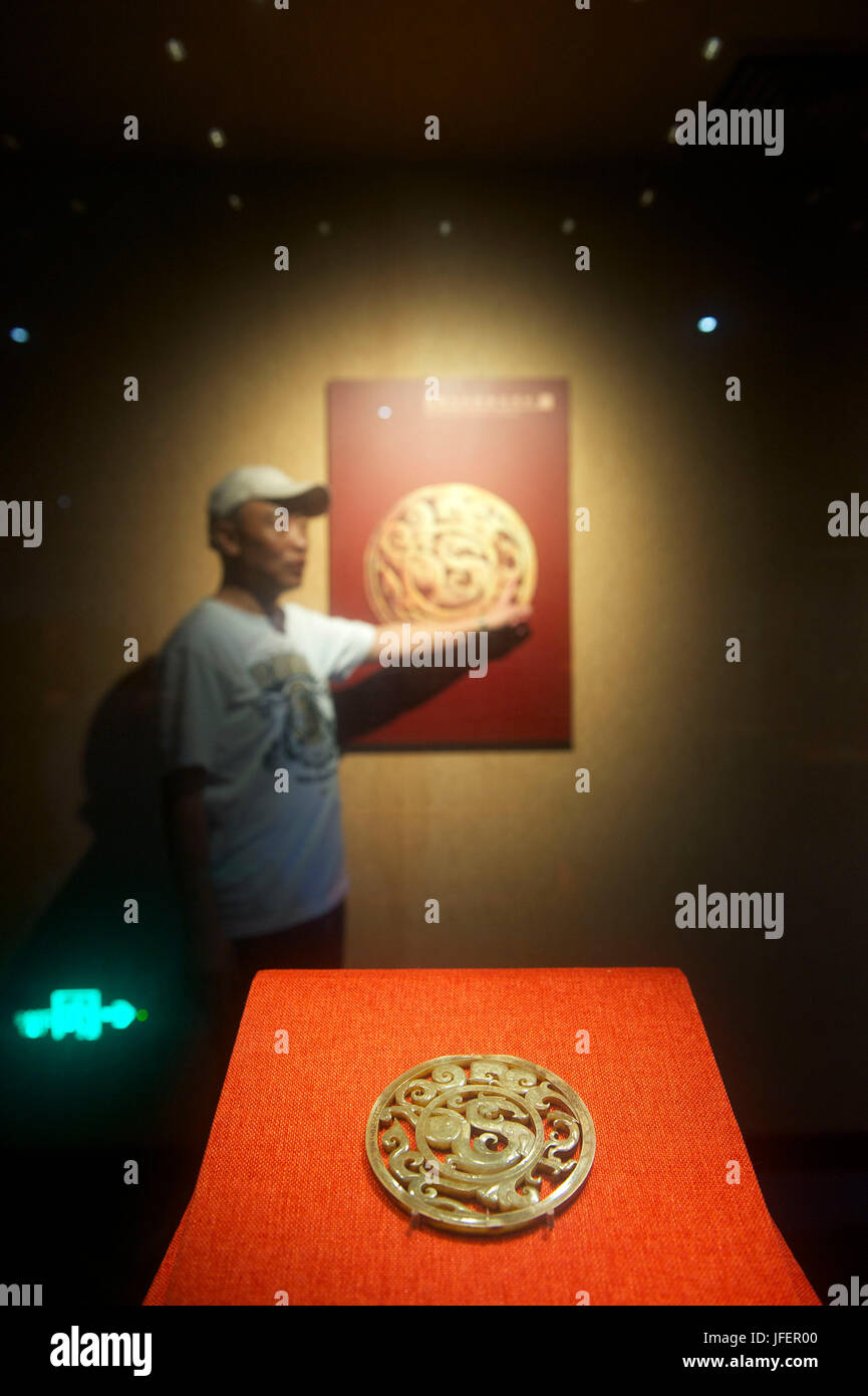China, Guangdong province, Guangzhou, Museum of the Nanyue King tomb, jade openwork disc with dragon and phoenix - Stock Image